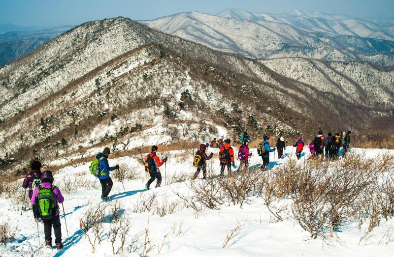 hambaeksan snow hiking